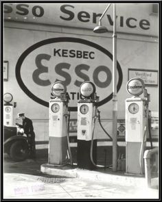 Vintage Cars Changing New York: Berenice Abbott's Stunning Black-and-White Photos from the Berenice Abbott, Drive In, Old Gas Pumps, Vintage Gas Pumps, Vintage Auto, Vintage Signs, Vintage Cars, Vintage Photographs, Vintage Photos
