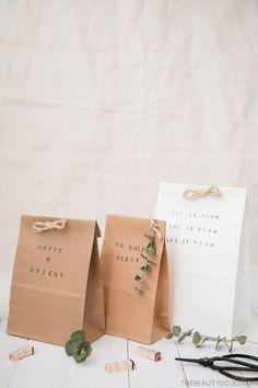 If you& still doing last minute Christmas shopping like me, then today& simple paper bag gift wrap post is perfect for you. These simple stamped bags are a quick way to wrap your gifts, but still make you look like a pro wrapper! Wrapping Gift, Paper Bag Gift Wrapping, Paper Gift Bags, Paper Gifts, Wrapping Ideas, Christmas Gift Bags, Christmas Gift Wrapping, Holiday Gifts, Easy Diy Gifts