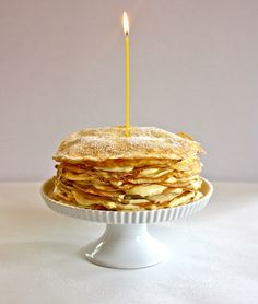 Lemon Curd Crepe Cake... which I'd like to improve with a few layers of Nutella! :D