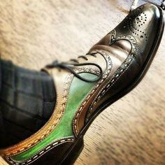 Superb use of color in this stunning wing tip leather shoe #mens #footwear #hisshoes #manshoes #dress #shoes
