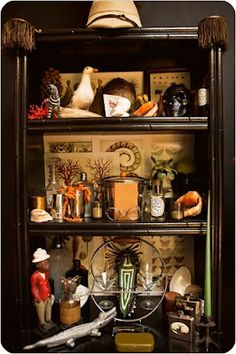eclectic curio cabinet (The 'New Vintage' Life, New York Times) Steampunk House, Steampunk Wedding, Cabinet Of Curiosities, Deco Originale, Curiosity Shop, Home And Deco, Memento Mori, Interiores Design, Shadow Box