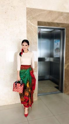 Filipino Fashion, Thai Fashion, Women's Fashion, Thai Traditional Dress, Traditional Outfits, Modern Filipiniana Gown, Thailand Fashion, 1920s Fashion Women, Thai Dress