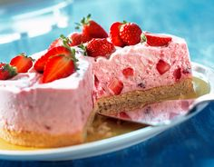 Kleine Erdbeer-Mascarpone-Torte | http://eatsmarter.de/rezepte/kleine-erdbeer-mascarpone-torte