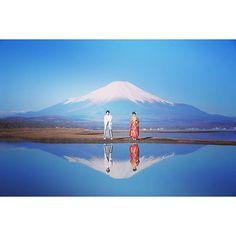 【xue4111】さんのInstagramをピンしています。 《前撮り--桜富士 この定番な一枚、来年の年賀はがきにしようかな、と言っても2ヶ月先のことだぁ~ 2016年経つの早い😱 #逆さ富士#前撮り#富士山#雪富士#photo#フォト#桜富士#桜#プレ花#和装#fujimountain#fuji》