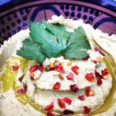 Detox recept romige avocado hummus. Heerlijk als dipsaus met rauwe groenten, als broodbeleg op een rijstwafel of brood of lekker bij vis.