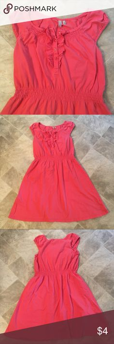 """Knee length coral dress Such a cute casual dress. It is in used condition, no flaws that I can see. Comes right above my knee (I am 5'3""""). madison Dresses Midi"""