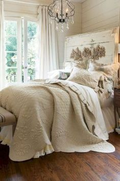 A shabby chic look is a style that naturally lends on decorating with a budget. This is because you can achieve this look based on using furniture pieces and furnishings that are time, worn and comfortable that can keep up with simple and practical living French Country Rug, French Country Bedrooms, French Country Decorating, French Farmhouse, Country Bathrooms, Modern Farmhouse, Farmhouse Bedrooms, Bedroom Country, Cottage Bedrooms