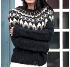 Med den inspirerende strikkebog 'Islandsk Strik' af Oddný S. Jónsdóttir fra Forlaget Turbine, samles alt, hvad du behøver at vide om islandsk uld og strik samt 65 opskrifter på tøj til kvinder, mænd og børn udvalgt i samarbejde med Islands største garnfirma, Ístex. Her får du opskriften på en skøn islandsk sweater af Védís Jónsdóttir. Icelandic Sweaters, Knitting Wool, Peplum, Dress Shoes, Turtle Neck, Dresser, How To Wear, Beautiful, Clothes