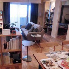 いいね!954件、コメント2件 ― FLYMEeさん(@flymee_official)のInstagramアカウント: 「FLYMEeのコーディネーターがセットを手がけたドラマ「逃げるは恥だが役に立つ」より、津崎平匡と森山みくりが住むダイニング・リビングです。 #FLYMEe #逃げるは恥だが役に立つ #逃げ恥…」 Living Area, Living Spaces, Happy Home Designer, My First Apartment, Layout Inspiration, Small Apartments, Cozy House, Building A House, Dining Room