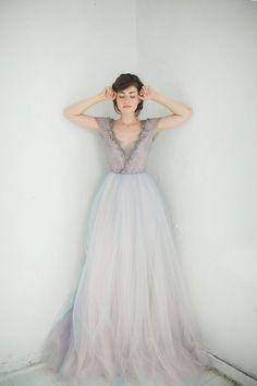Une robe de mariée aux reflets gris