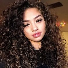 - We are swooning 😍 over voluminous and poppin curls. So stunning! Tag them below. Young Girls Hairstyles, Cute Curly Hairstyles, Straight Hairstyles, Simple Hairstyles, Curly Hair Styles Easy, Medium Hair Styles, Short Hair Styles, Medium Length Curls, Colored Curly Hair
