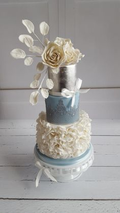 Wedding cake by Yvonne - http://cakesdecor.com/cakes/229933-wedding-cake