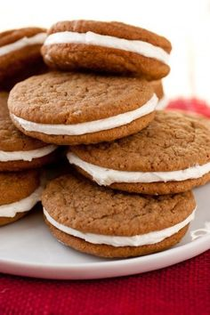 Oatmeal Cream Pies {Little Debbie Upgrade} - Cooking Classy These were so delicious. My cookies were harder than the traditional ones, but they still tasted good and the cream filling was great. Yummy Cookies, Yummy Treats, Sweet Treats, Baking Recipes, Cookie Recipes, Dessert Recipes, Copycat Recipes Desserts, Baking Ideas, Pie Recipes