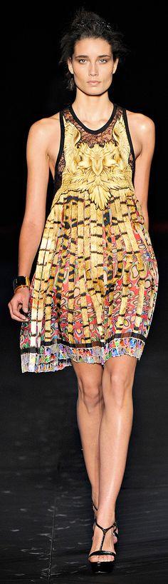 Roberto Cavallii Spring RTW 2012 http://www.vogue.com/collections/spring-2012-rtw/roberto-cavalli/review/#/collection/runway/spring-2012-rtw/roberto-cavalli/