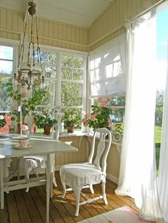 ❤(¯`★´¯)Shabby Chic(¯`★´¯)°❤ …Bright And Shabby Chic Dining Room.