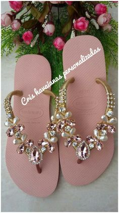 9 Super Comfortable DIY Sandals for Chic Womens Bridal Shoes, Wedding Shoes, Decorating Flip Flops, Jeweled Sandals, Slipper Sandals, Shoe Clips, Only Shoes, Crochet Shoes, Crochet Slippers