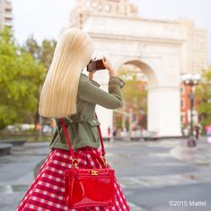 It's always important to stop and appreciate the local sights while traveling! ❤️ #NYFW #barbie #barbiestyle
