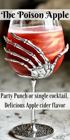The Poison apple Cocktail with sour apple pucker and Crown royal apple will liven your Halloween festivities. Serve this Beautiful and wickedly Iridescent Fall cocktail as a single serving or party punch. It smacks of rich apple cider flavor. Halloween Bebes, Halloween Apples, Halloween Food For Party, Vintage Halloween, Haloween Party, Spooky Halloween, Halloween Ideas, Apple Pucker Drinks, Sour Apple Pucker