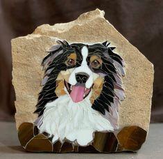 Mosaic Australian Shepherd dog Mosaic Ideas, Mosaic Projects, Stained Glass Projects, Diy Projects, Mosaic Tile Art, Mosaic Glass, Mosaic Animals, Mini Aussie, Australian Shepherd Dogs