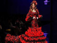 Atelier Rima ha presentado «La vida es bella», una colección con blusas vaporosas y canasteros de talle alto y corte sirena
