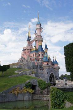 ¡Aprovecha este #verano para #visitar los dos parques de Disneyland® Paris en un día al precio de uno! http://www.viajaraparis.com/parques-de-atracciones-en-paris/disneylandparis-2-parques-al-precio-de-1/ #turismo #viajar #París