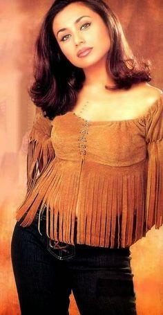 Sexy Fotos Of Famous Rani Mukherjee Bollywood Outfits, Bollywood Girls, Bollywood Fashion, Beautiful Bollywood Actress, Beautiful Indian Actress, Beautiful Actresses, Cute Beauty, Beauty Full Girl, Rani Mukerji