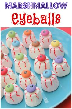Fun and easy eyeball themed treats and desserts, with marshmallow, frozen yoghurt and jelly eyeballs too - perfect for the kids this Halloween! Easy marshmallow eyeballs recipe - this fun Halloween food for kids is perfect for creepy Halloween party food Halloween Desserts, Creepy Halloween Party, Halloween School Treats, Halloween Eyeballs, Halloween Party Supplies, Halloween Food For Party, Marshmallow Halloween, Adult Halloween, Halloween Games