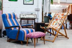 misturar estampas é muito astral!   Estudio Gloria- São Paulo Brasil #blue #stripes #patterns #prints #homeinspiration #vintage #design #curves #florals #retro #lifestyle #decor #easybreezy
