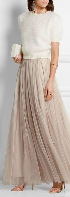 Off-white short sleeve sweater, light beige tulle skirt, beige heels, gold accen - women Life ideas Trendy Dresses, Elegant Dresses, Nice Dresses, Short Dresses, Dress Long, Short Skirts, Maxi Outfits, Fashion Outfits, Fashion Shoes