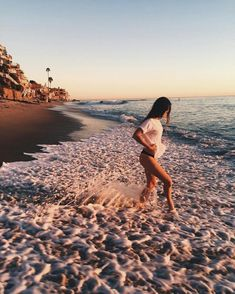 Poses Para Fotos En La Playa – Aufloria - Love Tutorial and Ideas Beach Photography Poses, Beach Poses, Summer Photography, Fashion Photography, Cute Beach Pictures, Vacation Pictures, Sand Pictures, Shotting Photo, Poses Photo
