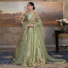 Pakistani Mehndi Dress, Beautiful Pakistani Dresses, Pakistani Formal Dresses, Pakistani Wedding Outfits, Pakistani Dress Design, Asian Bridal Dresses, Designer Party Wear Dresses, Wedding Dresses For Girls, Indian Designer Outfits