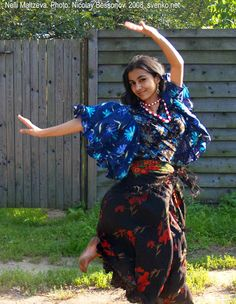 Romani Gypsy dance in photos. Gypsy dance by Nelly Maltseva Boho Gypsy, Gypsy Soul, Bohemian Style, Gypsy Girls, Gypsy Women, Gypsy Culture, Gypsy Living, Barefoot Girls, Gypsy Skirt