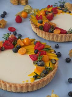 Mango Tarte mit Rosmarin Panna Cotta It smells of spring in Berlin and with me … Buttercream Recipe For Piping, Cookies And Cream Frosting, Sugar Cookie Frosting, Cream Cheese Buttercream, Frosting Recipes, Cupcake Recipes, Snack Recipes, Pie Recipes, Mango Tart