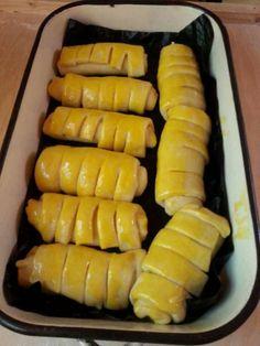 A kalácstésztát töltsd meg pudinggal, süsd meg és bűvöld el a családot ezzel a finomsággal! - Egyszerű Gyors Receptek Hot Dog Buns, Hot Dogs, Lime, Bread, Ethnic Recipes, Food, Limes, Brot, Essen