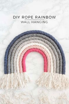 Rope Rainbow Wall Hanging DIY - Perfect as nursery decor or in your living room - Choose any multicoloured theme you like Diy Wall Hanging, Diy Wall Decor, Nursery Decor, Diy Home Decor, Yarn Wall Art, Deco Rose, Rope Crafts, Short Fringe, Rainbow Wall
