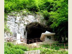pestera Scarisoara Romania, Beautiful Places, Explore, House Styles, Travel, Home Decor, Viajes, Decoration Home, Room Decor