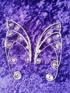 Faery/Elven ear cuffs Spiral Queen Very easy to put on, simply slot the wire back over one side of the ear and the other half on the front! Then shape and fit to what ever is most comfortable which is very easy due to them being made of wire! Please note that all are lovingly