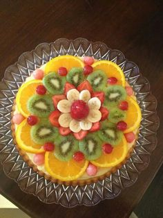 Crostata soffice alla frutta Fresh Fruit Cake, Snack Platter, Cake Recipes, Dessert Recipes, Delicious Desserts, Yummy Food, Food Carving, Valentine Desserts, Food Garnishes