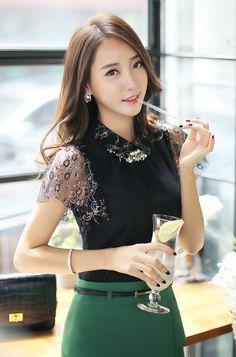 Elegant Laced Sleeve Blouse