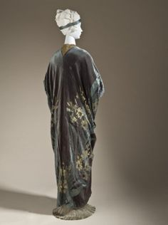 Opera Coat  Jean-Philippe Worth, 1910-1911..[Worth (house of) (France, Paris, active 20th century, established 1858), Woman's Opera Coat, 1910-1911, Silk cut and voided velvet on silk- and metallic-thread satin foundation with metallic lace, and jet- and glass-bead trim