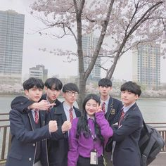 Ahh~i would want this many guy friends😂😂😅😅😅😉😉😉😉😍😍😍😍💖💖💖💖💖 Best Friend Couples, Boy And Girl Best Friends, Guy Friends, Boy Or Girl, Ulzzang Couple, Ulzzang Boy, Best Friend Pictures, Bff Pictures, Cute Couple Art