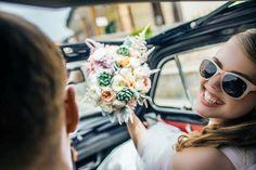 bride and groom in cabrio, wedding day, wedding photoshoot, bride's bouquet, Cilento coast, Sposa Mediterranea, Olga studio