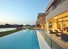 Estudio Jaume & Falcón Arquitectura Modern Bungalow House, Good House, House Plans, Design Inspiration, Mansions, Nice, House Styles, Outdoor Decor, Houses