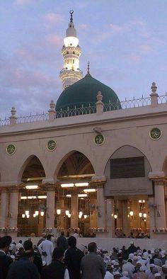 Islamic Websites Info in English Other Languages Islamic Images, Islamic Pictures, Islamic Art, Islamic Websites, Al Masjid An Nabawi, Medina Mosque, Islamic Society, Green Dome, Ramadan