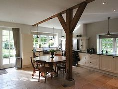Verbouwing oude, monumentale boerderij Ramen, Home On The Range, Farmhouse Remodel, Wood Interiors, Open Plan Living, Interior Inspiration, New Homes, Dining Table, Indoor