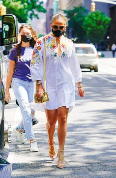Jennifer Lopez, Vince Camuto, Vestidos Valentino, Summer Outfits, Summer Dresses, Glamour, Color Negra, Cover Up, Beach