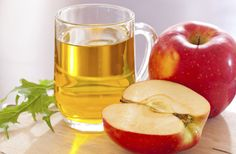Натуральный яблочный уксус — чудесное подручное средство с широким спектром действия, способное избавить кожу от акне, пигментных пятен и мимических морщин