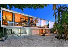This Lido Key mid-century modern home by Tim Seibert of The Hiss Studio is a spectacular example Sarasota School of Architecture. Currently for sale in Lido Shores - Sarasota, FL http://www.michaelsaunders.com/properties/property-detail/1310-westway-dr-sarasota-fl-34236/A4177587/?msc-pin