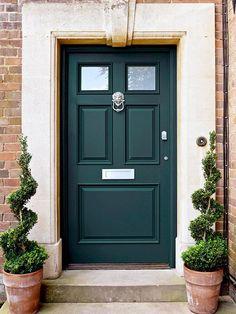 12 puertas pintadas para dar color a tu casa
