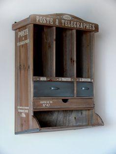 Déco rétro pour ce meuble courrier de chez Natives Créations. Boutique decoration.